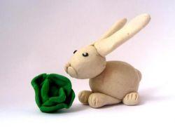 Як зліпити з пластиліну зайця?
