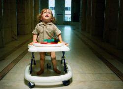 Потрібні ходунки дитині?