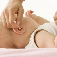 Як чистити вуха новонародженому?