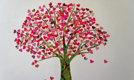 Дерево з сердечок: красиві листівки і картини своїми руками