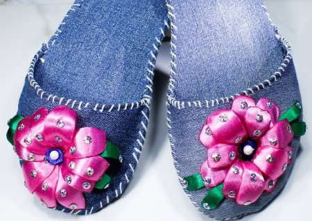 Шиємо домашні тапочки з джинсів своїми руками
